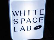 ホワイトスペースラボの看板