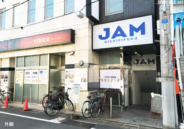 西永福JAMのエントランス前